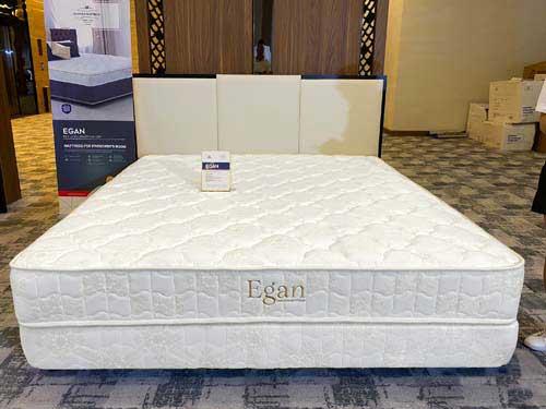 Đệm lò xo cao cấp Hanvico Egan vải màu trắng